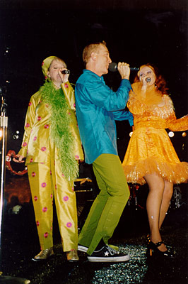 (l-r) Cindy, Fred, Kate live 1997